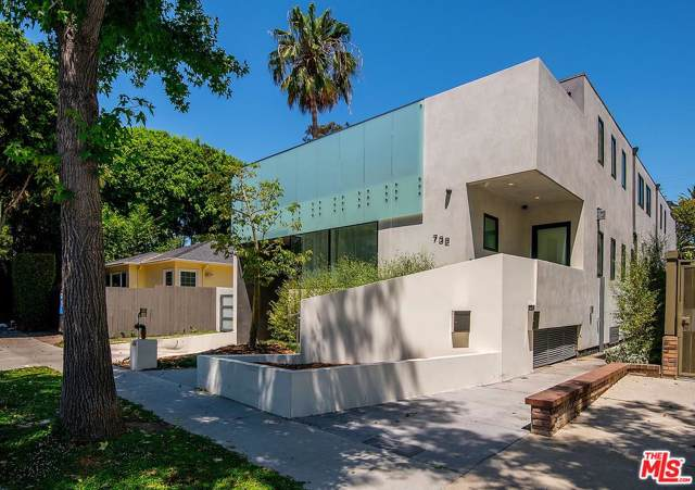 732 N Huntley Drive, West Hollywood, CA 90069 (#20541690) :: Randy Plaice and Associates