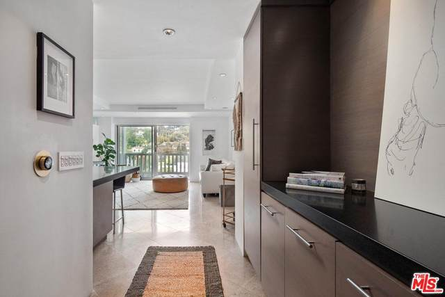 999 N Doheny Drive #903, West Hollywood, CA 90069 (#20562172) :: The Pratt Group
