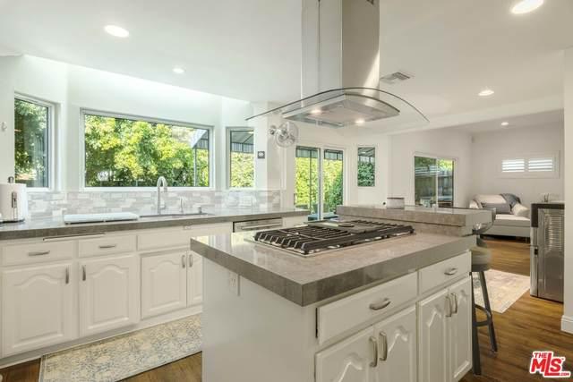 15217 Camarillo St, Sherman Oaks, CA 91403 (#21-797284) :: Berkshire Hathaway HomeServices California Properties
