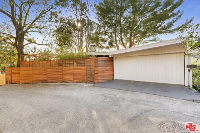 3133 Hollyridge Drive, Hollywood, CA 90068 (#19420278) :: The Agency