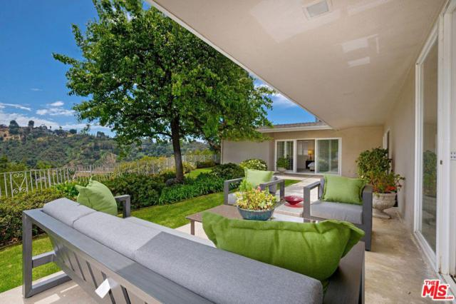 9700 Arby Drive, Beverly Hills, CA 90210 (#19454132) :: Paris and Connor MacIvor