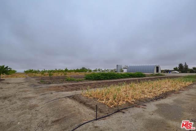 3002 Estero Rd, Pinon Hills, CA 92372 (#19-466060) :: The Pratt Group