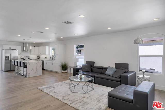 6247 Willowcrest Avenue, North Hollywood, CA 91606 (MLS #19517422) :: Hacienda Agency Inc