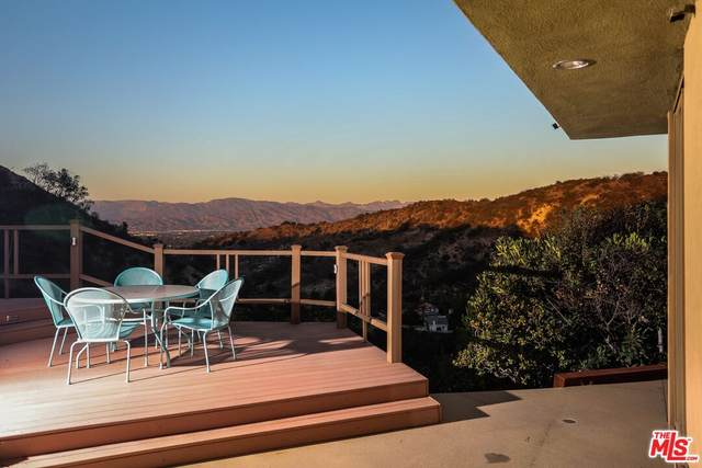 3512 Beverly Ridge Dr, Sherman Oaks, CA 91423 (#21-776000) :: The Bobnes Group Real Estate