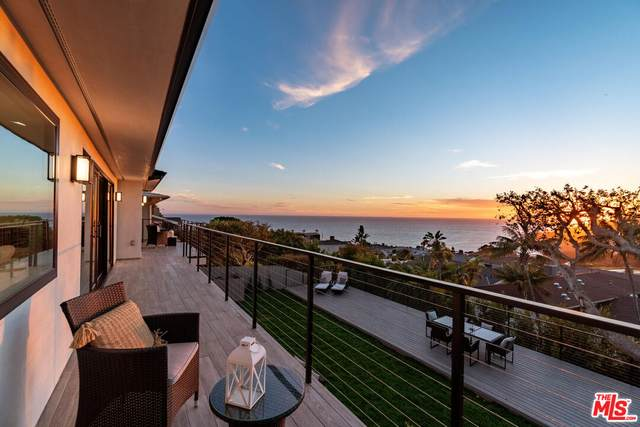 243 Notteargenta Rd, Pacific Palisades, CA 90272 (#21-786330) :: Berkshire Hathaway HomeServices California Properties