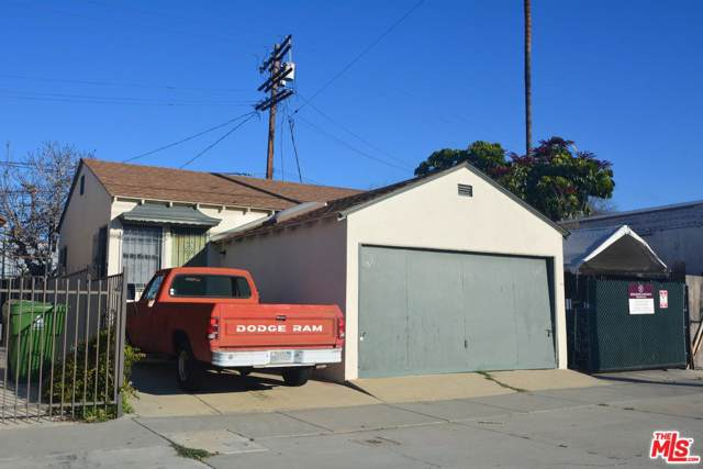 5809 Venice, Los Angeles, CA 90019 (MLS #19-431334) :: The Jelmberg Team