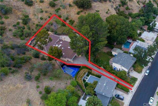 17137 Escalon Drive, Encino, CA 91436 (#SR19178554) :: Paris and Connor MacIvor