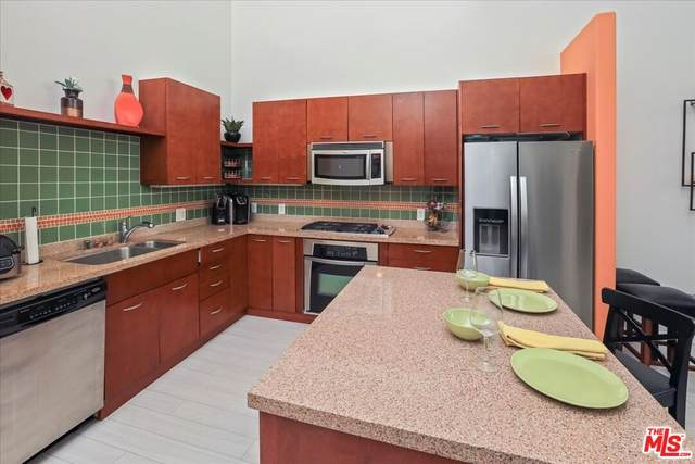 250 N First St #411, Burbank, CA 91502 (#21-777060) :: The Bobnes Group Real Estate