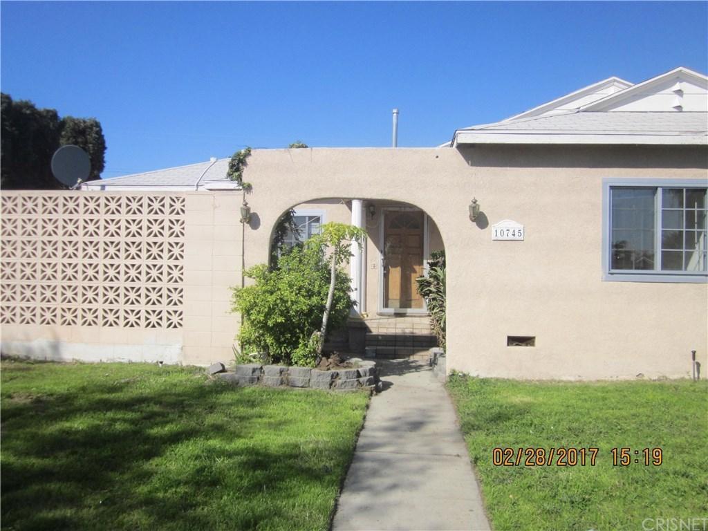 10745 Saticoy Street, Sun Valley, CA 91352 (#SR17054503) :: Paris and Connor MacIvor
