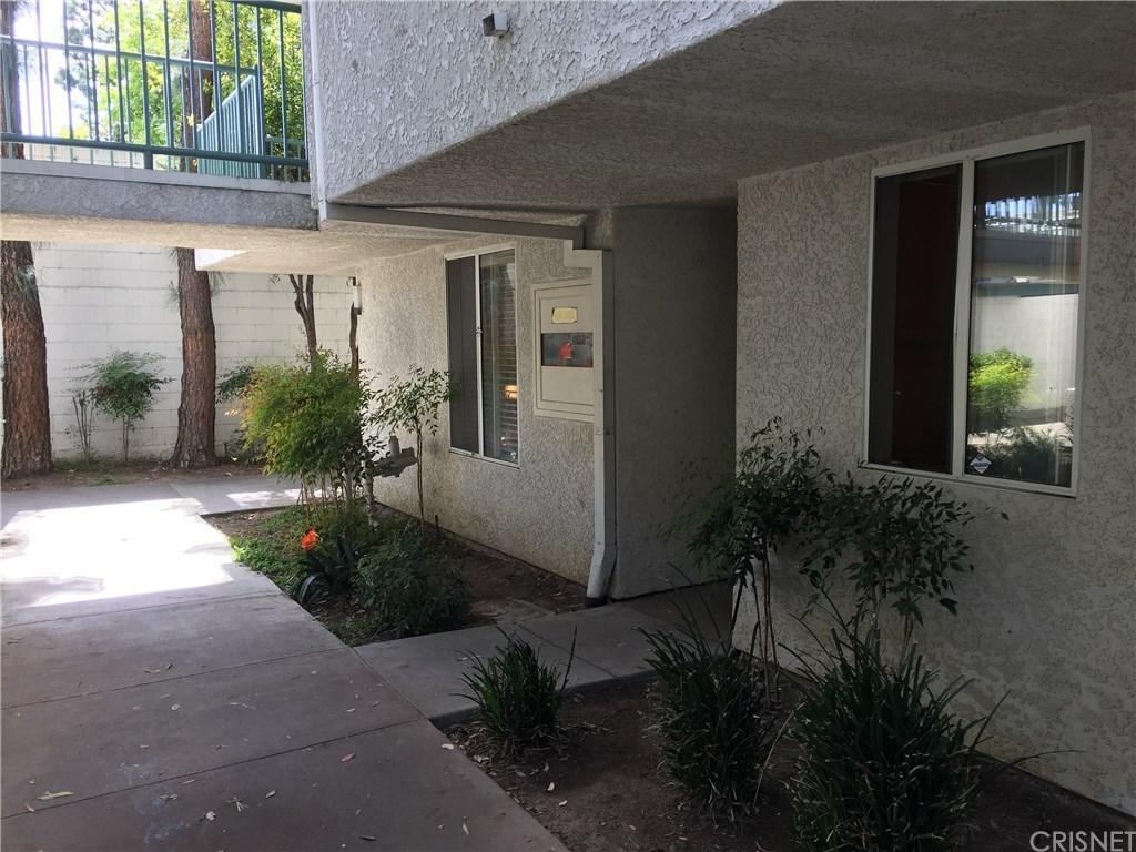 20134 Leadwell Street #112, Winnetka, CA 91306 (#SR17056607) :: Paris and Connor MacIvor