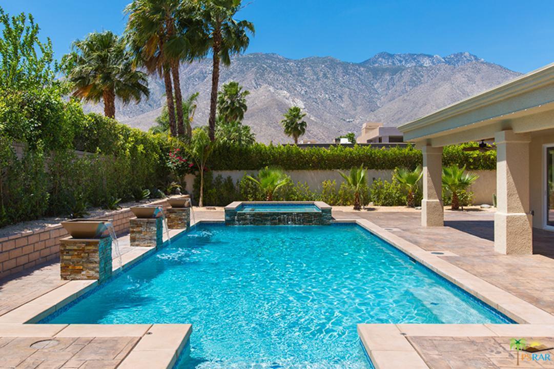 1517 Avenida Sevilla, Palm Springs, CA 92264 (#17230710PS) :: Paris and Connor MacIvor