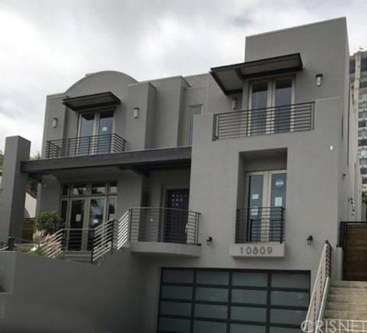 10809 Wellworth Avenue, Los Angeles (City), CA 90024 (#SR17143351) :: Paris and Connor MacIvor