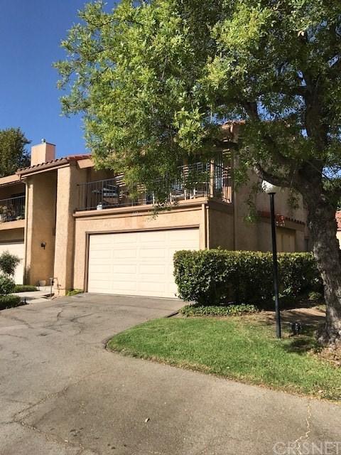 11409 Tampa Avenue #117, Northridge, CA 91326 (#SR17219758) :: Paris and Connor MacIvor