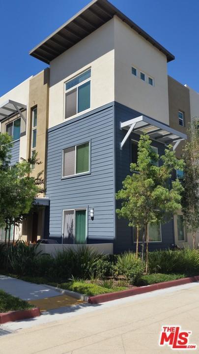 5747 Acacia Lane, Lakewood, CA 90712 (#17273568) :: TruLine Realty