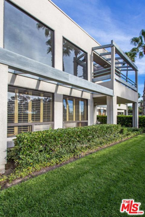 20 Ocean Park #10, Santa Monica, CA 90405 (#18324234) :: The Fineman Suarez Team