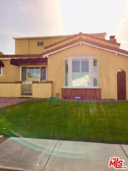 8307 S Van Ness Avenue, Inglewood, CA 90305 (#18362678) :: Fred Howard Real Estate Team
