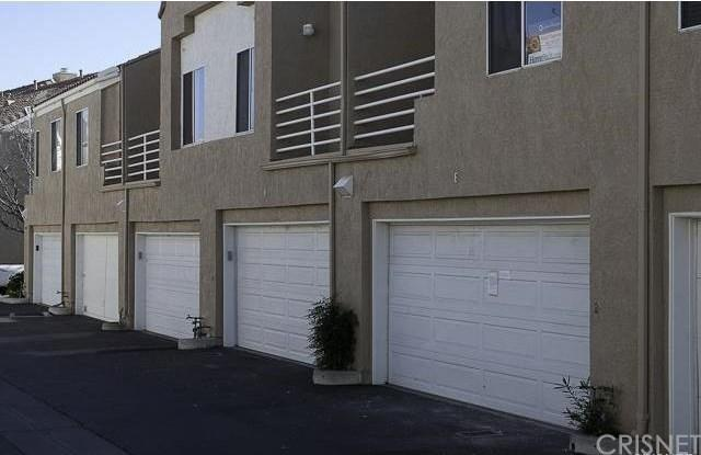 25516 Schubert Circle E/132, Stevenson Ranch, CA 91381 (#SR18197871) :: Paris and Connor MacIvor