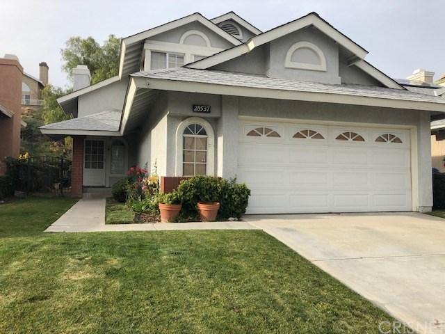 28537 Avocado Place, Saugus, CA 91390 (#SR18289768) :: Fred Howard Real Estate Team
