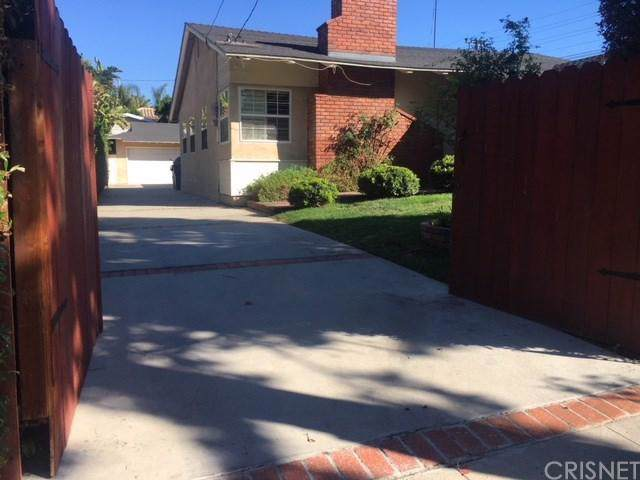 5200 Goodland Avenue N, Valley Village, CA 91607 (#SR19274363) :: The Parsons Team