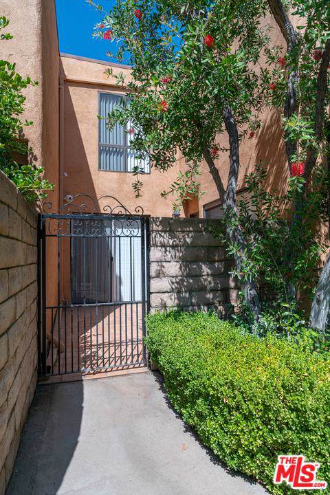 5243 Yarmouth Avenue #43, Encino, CA 91316 (#20547152) :: Randy Plaice and Associates