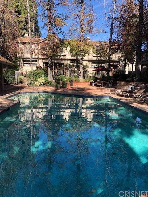 7100 Balboa Boulevard #301, Lake Balboa, CA 91406 (#SR20017460) :: The Pratt Group