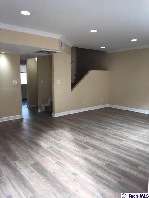 8532 Columbus Avenue #17, North Hills, CA 91343 (#320000954) :: Randy Plaice and Associates
