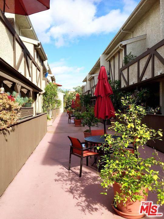 7005 Jordan Avenue #215, Canoga Park, CA 91303 (#20566160) :: Randy Plaice and Associates