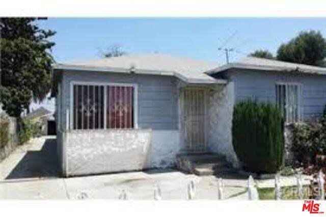 1941 E 115TH St, Los Angeles, CA 90059 (MLS #19-466118) :: The John Jay Group - Bennion Deville Homes
