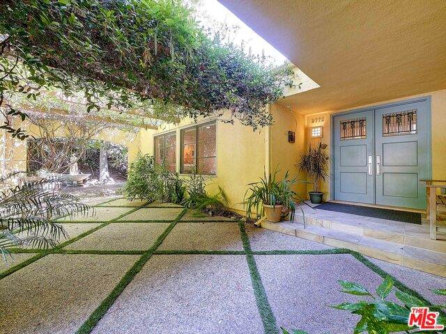 9772 Blantyre Dr, Beverly Hills, CA 90210 (#19-507352) :: Randy Plaice and Associates