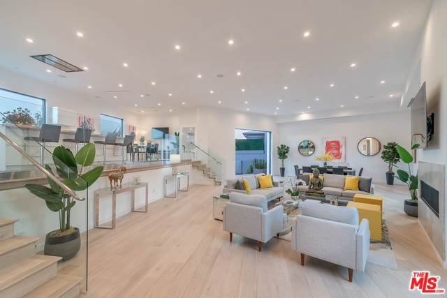 2376 Kimridge Rd, Beverly Hills, CA 90210 (MLS #20-548108) :: Zwemmer Realty Group
