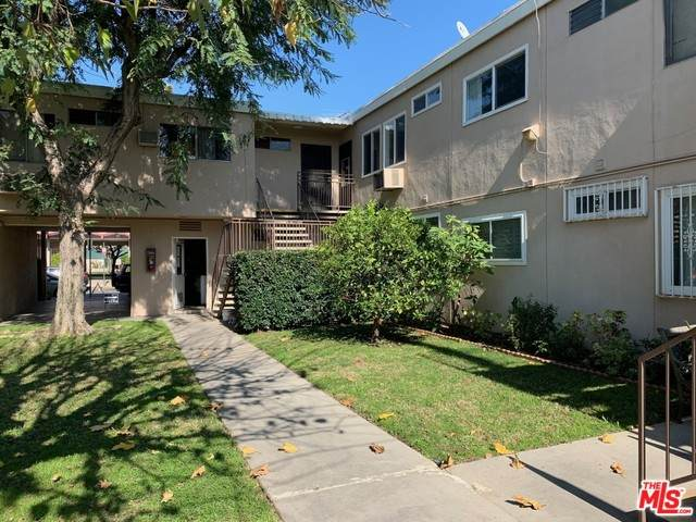 7133 N Coldwater Canyon Ave #15, North Hollywood, CA 91605 (MLS #20-548508) :: The Jelmberg Team