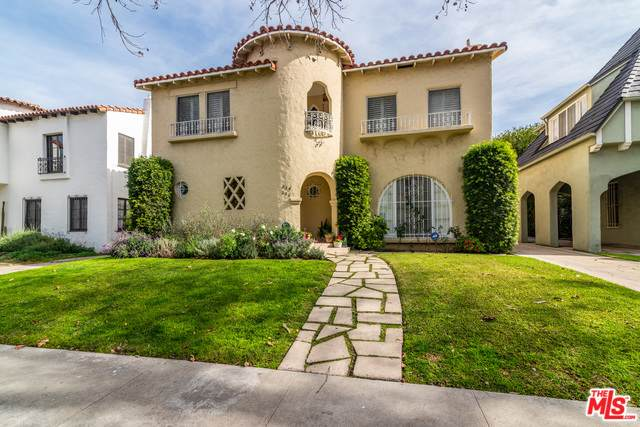 234 S Mansfield Ave, Los Angeles, CA 90036 (MLS #20-549210) :: The John Jay Group - Bennion Deville Homes