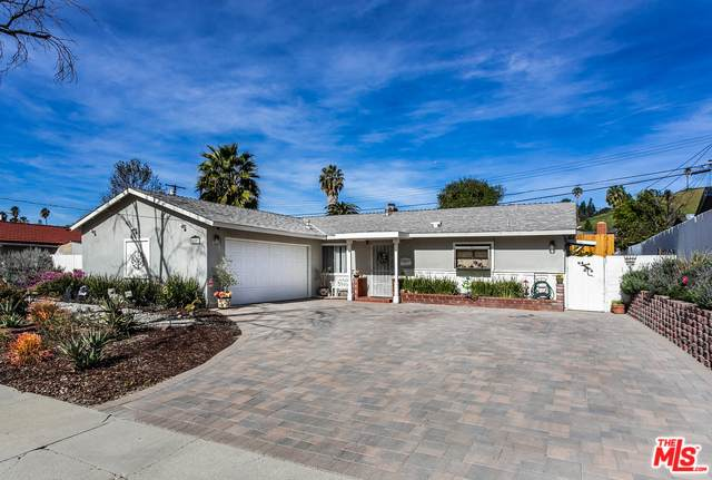 20801 Burbank, Woodland Hills, CA 91367 (#20-549742) :: Randy Plaice and Associates