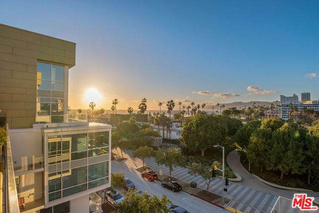 1705 Ocean Ave #414, Santa Monica, CA 90401 (#20-551716) :: Lydia Gable Realty Group