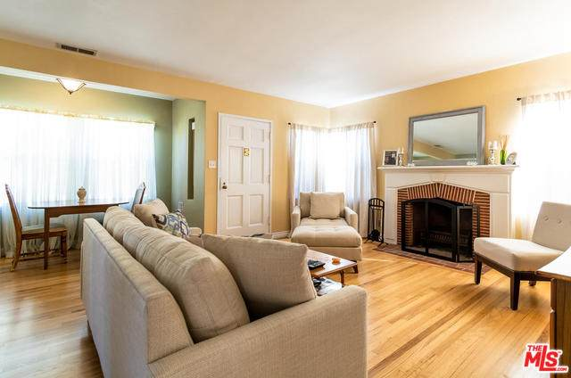 2431 Walgrove Ave, Los Angeles, CA 90066 (MLS #20-552560) :: The John Jay Group - Bennion Deville Homes