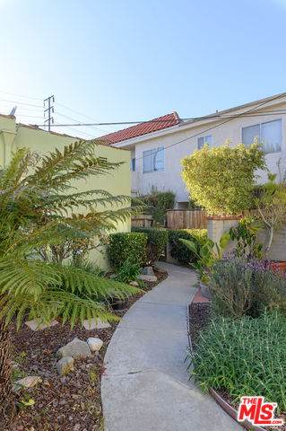 2503 20TH St, Santa Monica, CA 90405 (MLS #20-553940) :: The Sandi Phillips Team