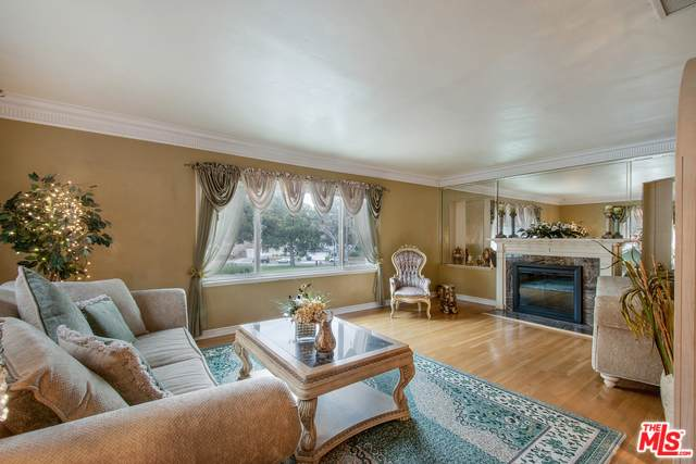 3700 Olympiad Dr, View Park, CA 90043 (#20-558690) :: Pacific Playa Realty
