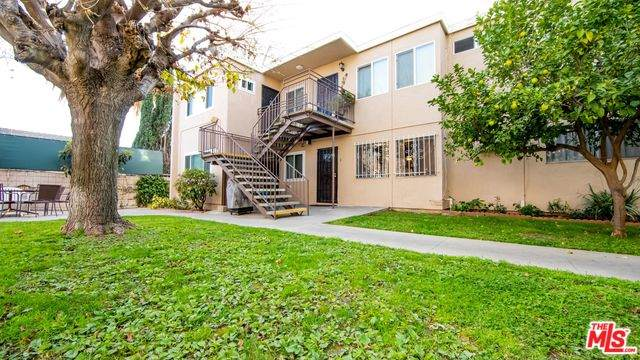 7133 N Coldwater Canyon Ave #2, North Hollywood, CA 91605 (MLS #20-562046) :: The John Jay Group - Bennion Deville Homes