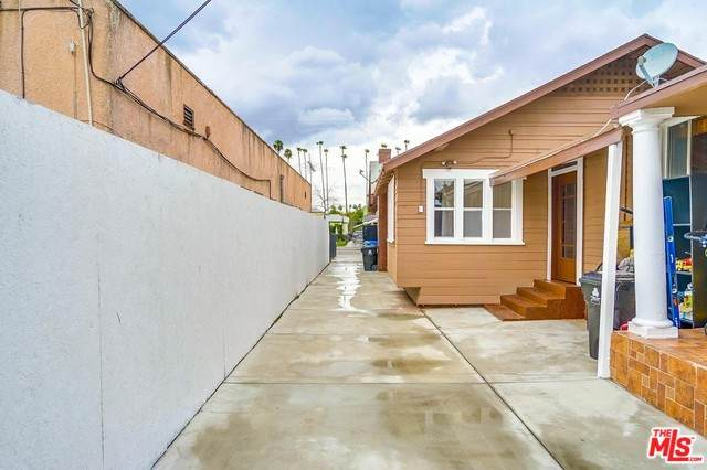5104 2ND Ave, Los Angeles, CA 90043 (MLS #20-564600) :: The Sandi Phillips Team