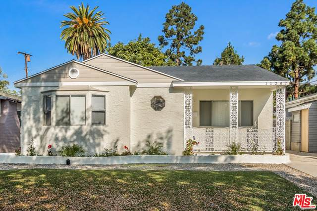11287 Brookhaven Ave, Los Angeles, CA 90064 (MLS #20-564736) :: Zwemmer Realty Group