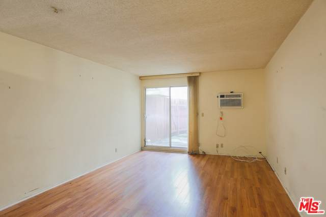 425 Kenmore Ave - Photo 1