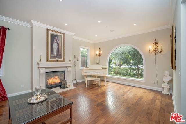 8707 Clifton Way, Beverly Hills, CA 90211 (MLS #20-564772) :: The Sandi Phillips Team