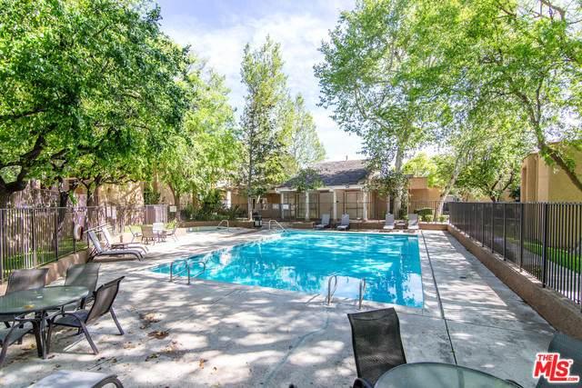 10331 Lindley Ave #207, Northridge, CA 91326 (#20-565108) :: Randy Plaice and Associates