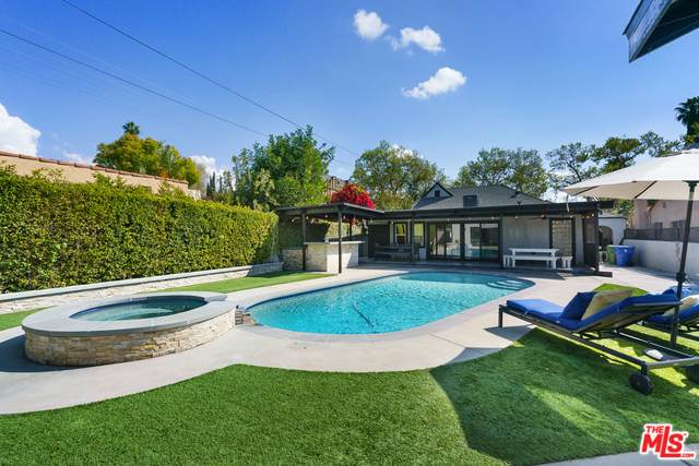 753 N Las Palmas Ave, Los Angeles, CA 90038 (#20-566366) :: The Pratt Group