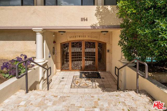 1154 S Barrington Ave #208, Los Angeles, CA 90049 (MLS #20-566380) :: The Sandi Phillips Team