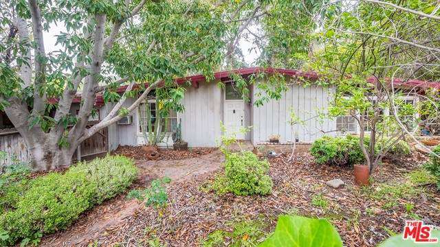 4252 Tosca Rd, Woodland Hills, CA 91364 (MLS #20-571994) :: Zwemmer Realty Group