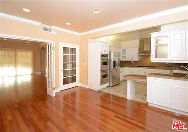 1253 Granville Ave #104, Los Angeles, CA 90025 (#20-575886) :: The Pratt Group