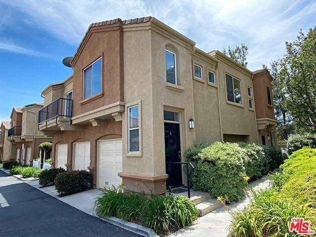 26947 Hillsborough #42, Valencia, CA 91354 (#20-577066) :: The Suarez Team