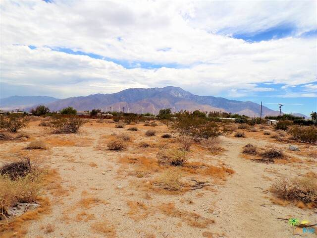 4 13th Ave, Desert Hot Springs, CA 92240 (#20-579924) :: The Pratt Group