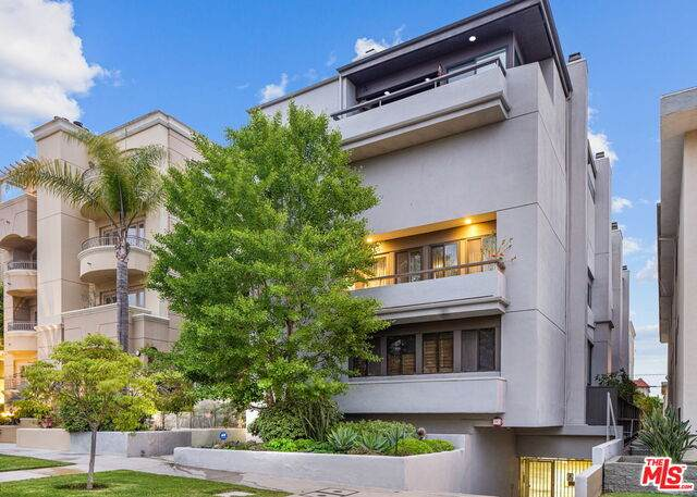 11922 Gorham Ave #4, Los Angeles, CA 90049 (#20-583550) :: Lydia Gable Realty Group